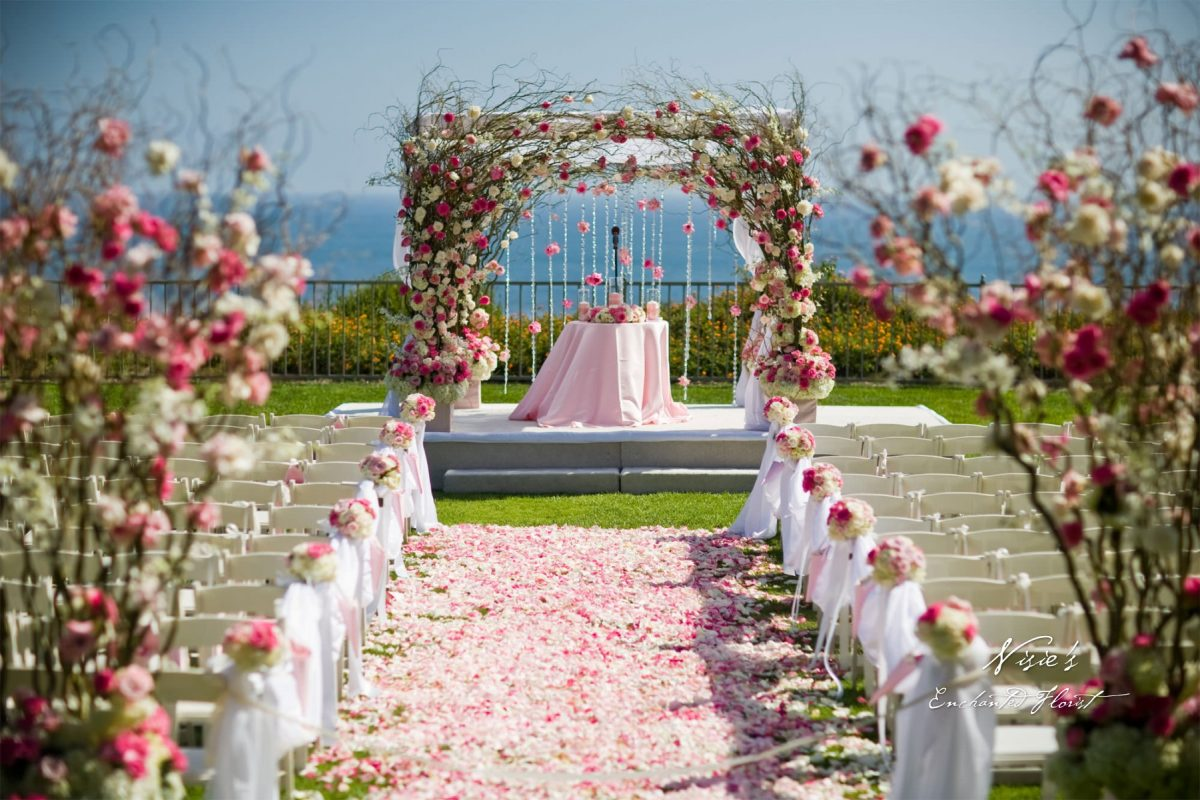 //weddingdc.in/wp-content/uploads/2018/09/5-top-flower-decorators-in-mumbai-that-can-set-the-right-ambience-for-your-wedding-1200x800.jpg